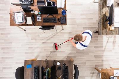 تمیزکاری محل کار