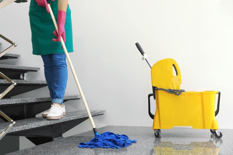 نظافت راه پله